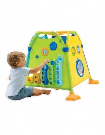 Seite 1 des Spielhauses in Grün mit Kind